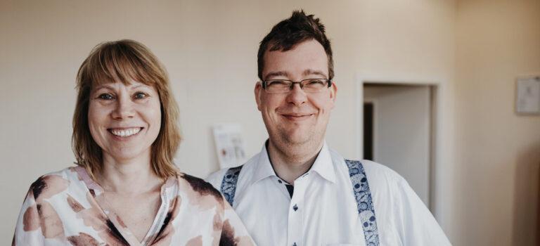 Hörakustik Kufs Team - Mitglieder lächelnd in der Filiale